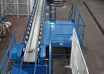 Trough conveyor system for whisky casks