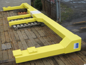 Carriage mounted spreader beam