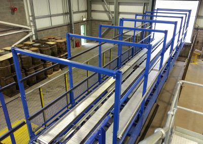 Chain and slat conveyor system