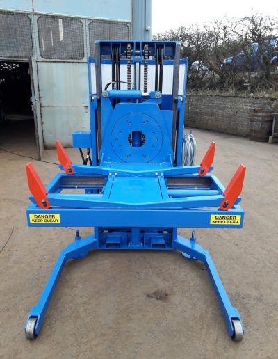 Electrically powered dunnage truck